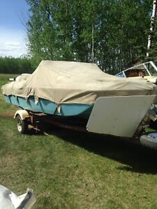 Tri hull boat