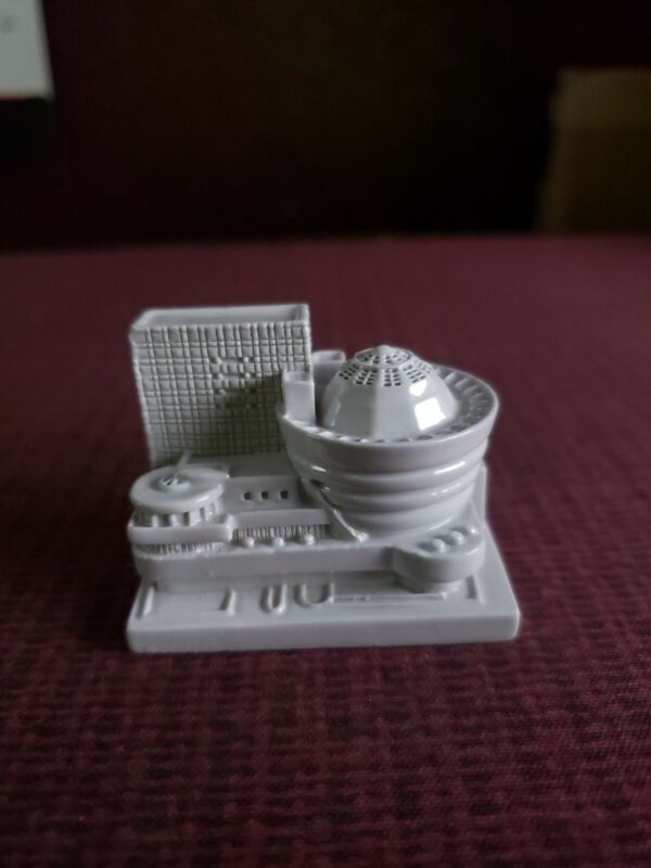 Guggenheim Cast Acrylic  Desk Paperweight toy stature of museum