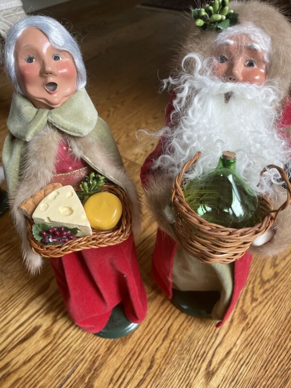 Byers Choice Wine & Cheese Santa & Mrs. Claus 2017 Signed By Joyce Byers