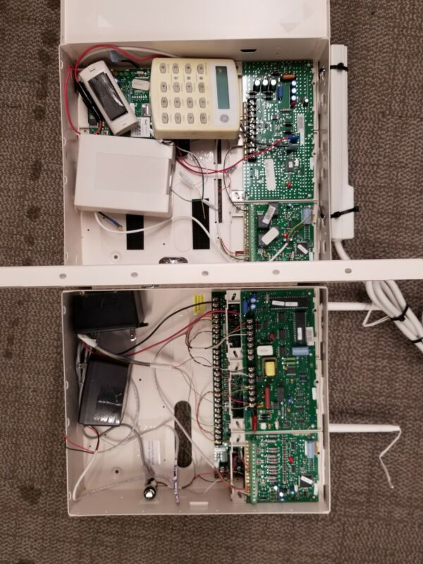 Lot of Interlogix Concord 4 Panel With Extras