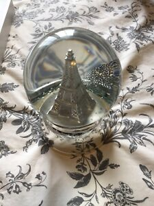 Eiffel Tower snow globe sold