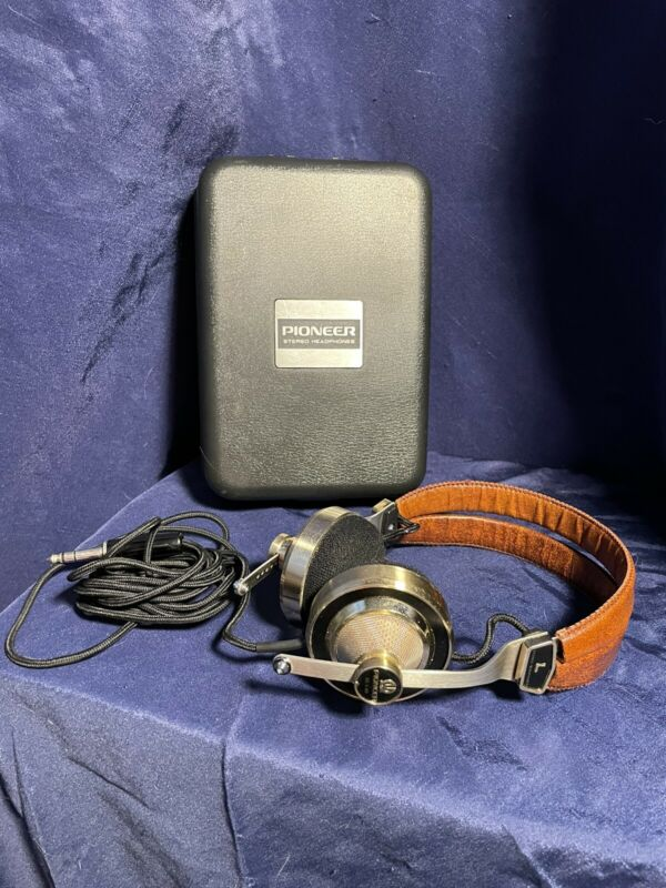 Vintage Pioneer SE-L40 Stereo Headphones  in the original case