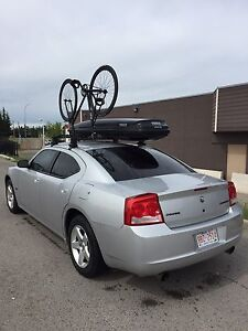 Thule Ascent 1100 cargo carrier and roof rails