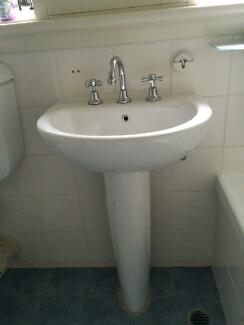 Porcelain White Pedestal Sink and Tapwear Hamilton South Newcastle Area Preview
