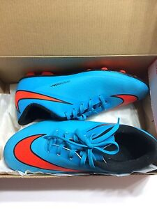 Nike soccer cleats size 7.5