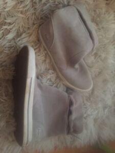 Size 6 - 8 - 8.5 Women's shoes / souliers pour femmes