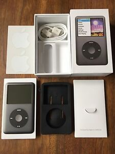 Mint Condition 7th Generation iPod Classic 160GB Bundle