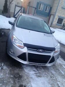 2012 Ford Focus SE (low KM)