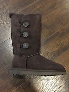 UGG BAILEY BUTTON TRIPLET BRAND NEW