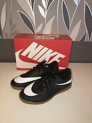 Nike 38,5 Hallenschuhe Training Schuhe Schwarz Kinder Sportschuhe Sneaker W. Neu ()