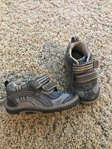Boys Size 5 Stride Rite Shoes