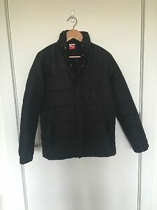 Men's size small Puma puffy jacket. Grange Charles Sturt Area Preview