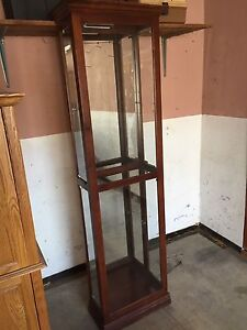 China hutch / display cabinet