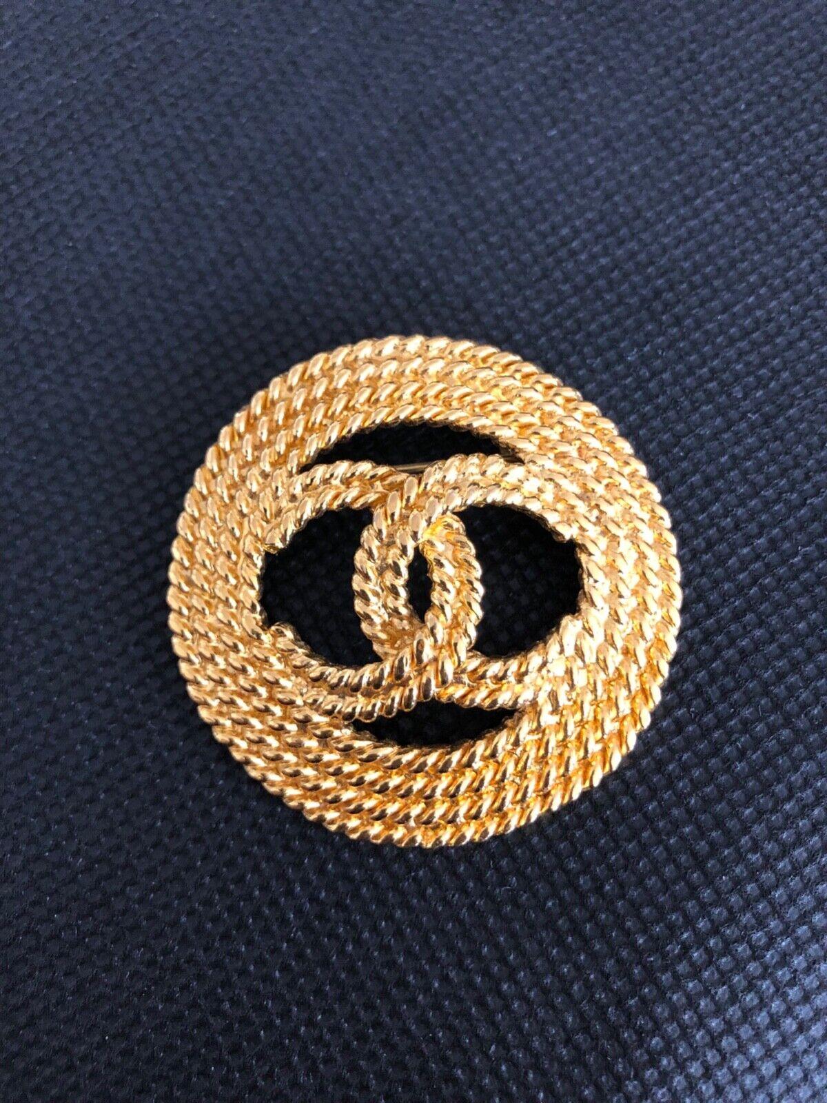 Broche chanel vintage - métal dore - diamètre 4.8 cm - excellent état
