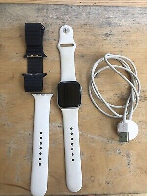 Apple Watch Series 4 40mm With Accessories