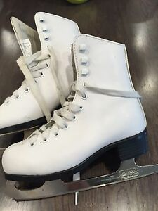 Excellent Condition- Girls Figure Skates