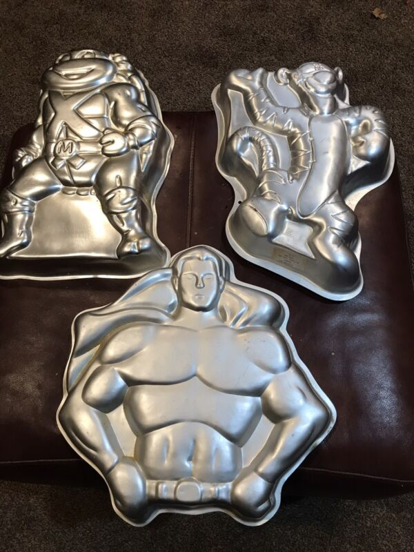 Lot of 3 Wilton  character cake pans