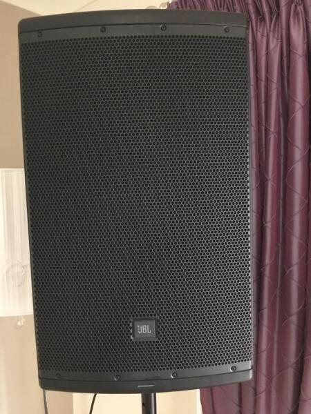 speakers and stands. 2x jbl eon 615 powered speakers + speaker stands speakers and stands
