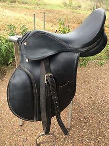 Black leather horse riding saddle East Branxton Cessnock Area Preview