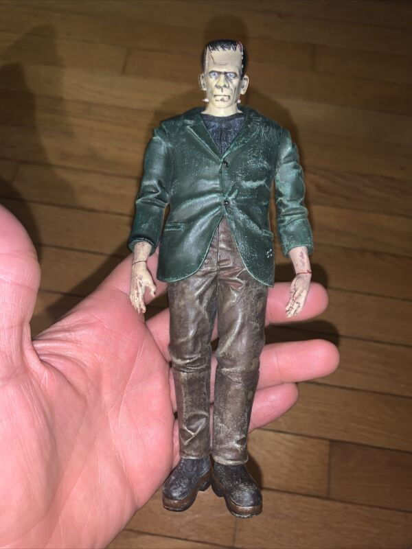 Diamond Select - Universal Studios Frankenstein Collectable Figure