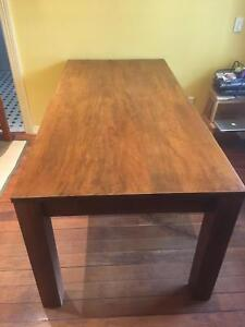 Beautiful 6-seater dining table