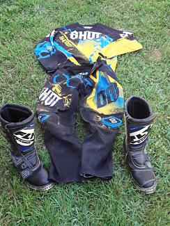 MX motorbike gear, clothes sized as adult medium, 34 regular.