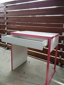 Children's desk, pink and white Hughes Woden Valley Preview
