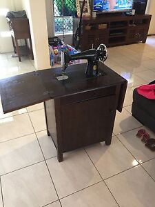 SINGER SEWING MACHINE Narangba Caboolture Area Preview