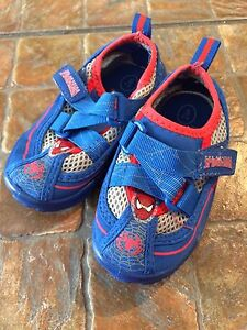 Size 5/6 shoes/water shoes