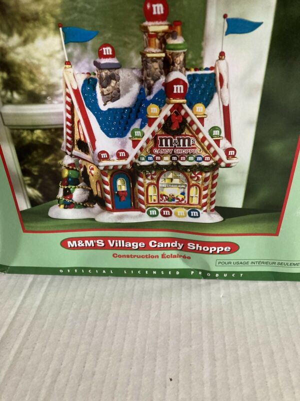 RARE Department 56 Lighted Building #56.06052 - 2005 M&M