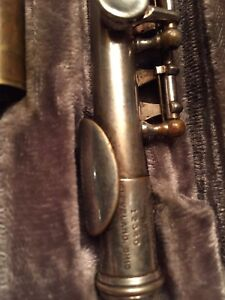 A Reynolds Co piccolo flute on good condition