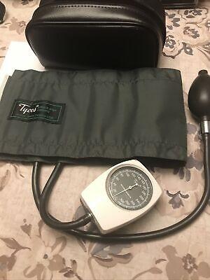 Welch Allyn Tycos Sphygmomanometer Gauge Adult Blood Pressure Cuff Bag