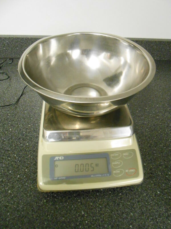 A&D CO. LTD. HF-6000 6100g X 0.1g  MAX DIGITAL SCALE WITH BOWL