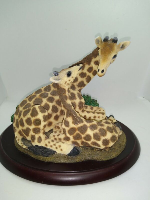 1999 LivingStone 6x5x5 Resin Giraffe W/Calf On Wood Base Figurine