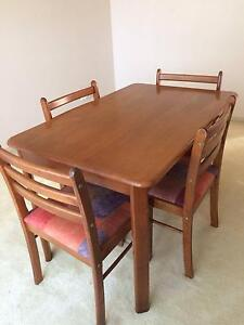 4 Seater Dining table & chairs Green Point Gosford Area Preview