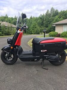 2010  Yamaha C3 49cc Scooter in excellent shape and low kms
