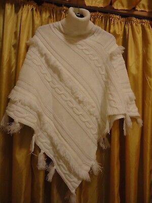 trendiger Poncho Cape Überwurf Wolle kuschlig warm Rollkragen weiß 46/48 neuwert