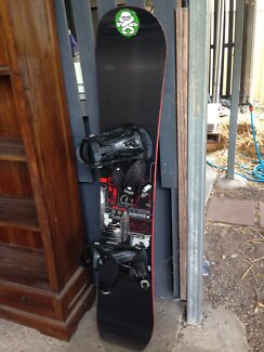 FOR SALE: Nidecker Snowboard with bag