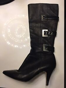 Authentic Michael Kors leather boots size 8