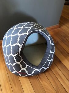 Snooza Igloo Bed small cat or dog - like new