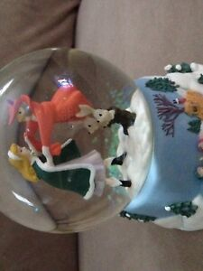 DISNEY Musical Glass Snow Globe