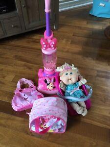 Kit poupée Boutchou avec balayeuse Mickey Mouse