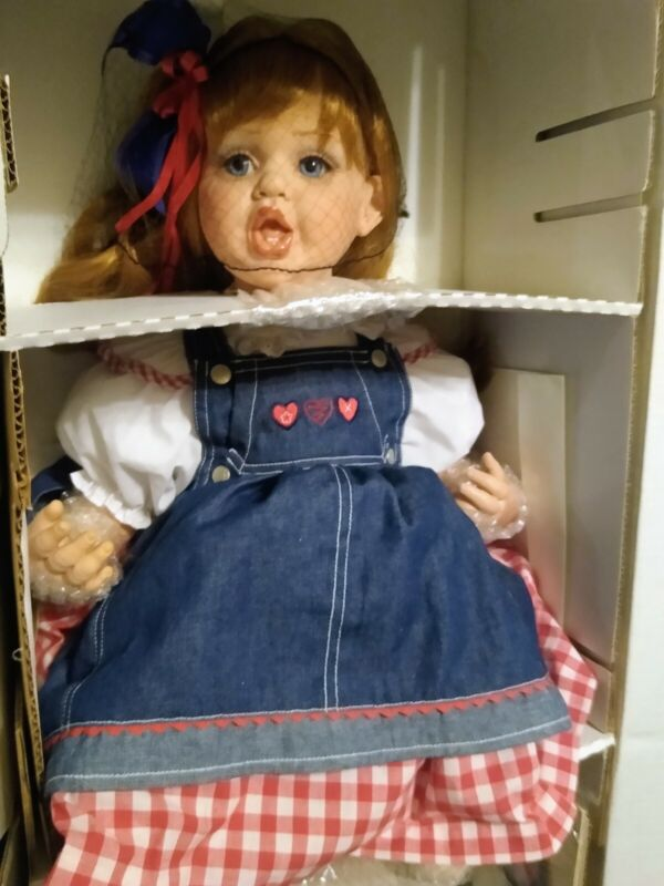 NEW NRFB 2001 GOD BLESS AMERICA FAYZAH SPANOS DOLL MINTY MINT CONDITION S@@ No.8