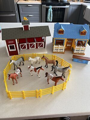 Breyer Stablemates 3-Stall Horse Barn Tack Shop Red Yellow Fence 7 Horses READ!!