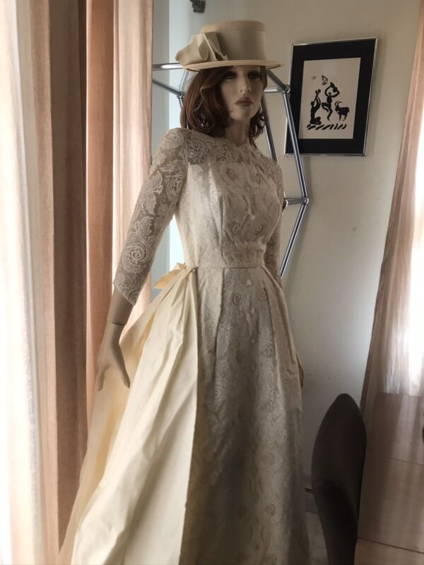 Vintage 1950's Lace Wedding Dress Gown Small Beaded Pearls