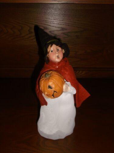 Byers Choice 2005 Halloween Caroler Witch with Pumpkin