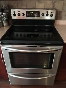 Fridgidaire Smooth Top Convection Stove