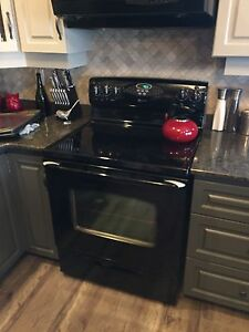 Maytag smooth top electric range with convection .  (MER5875RCB)