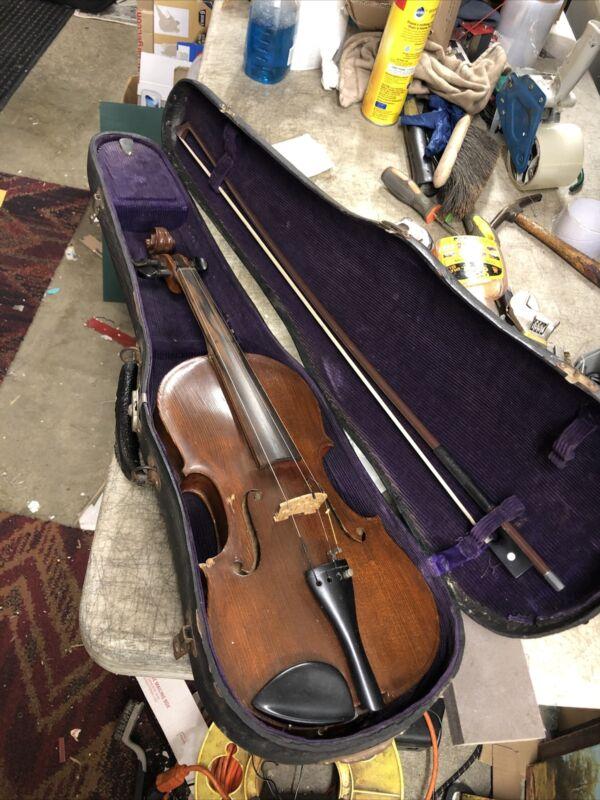 Antique Vintage Unbranded 4/4 Violin - 2 piece back - restored w/ case & Bow