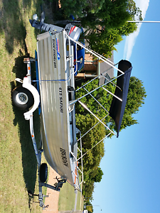 BROOKER 415 SAFARI WITH 30hp MOTOR. Medowie Port Stephens Area Preview